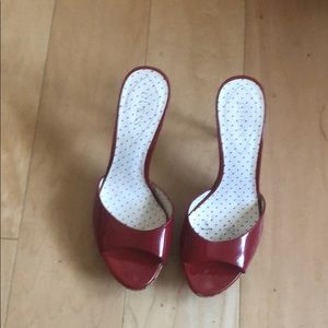 Guess patent leather red pumps